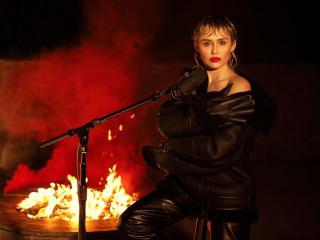 Miley Cyrus SNL 2020 wallpaper
