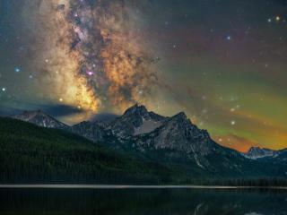 Milky Way Over Winter Mountain Lake wallpaper