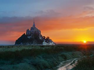 Mont Saint-Michel at Sunrise wallpaper