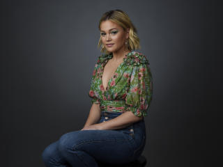 Olivia Holt 4K wallpaper
