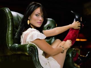 Olivia Wilde On Sofa wallpapers wallpaper