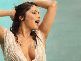 Poonam Jhawer Hot Cleavage HD Pics wallpaper