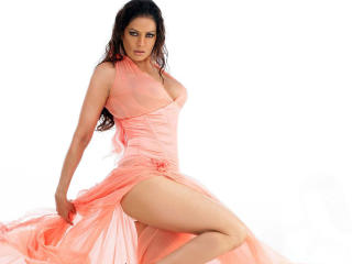 Poonam Jhawer Sexy Cleavage Pics wallpaper