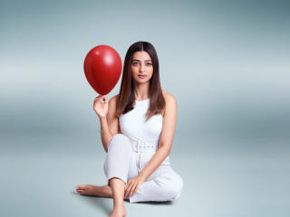 Radhika Apte 2020 wallpaper