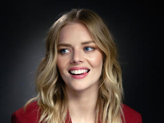 Samara Weaving Smiling wallpaper