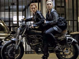 Scarlett Johansson & Florence Pugh in Black Widow wallpaper