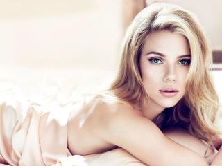Scarlett Johansson hot wallpapers 2 wallpaper