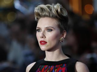 Scarlett Johansson in Short Hair wallpaper