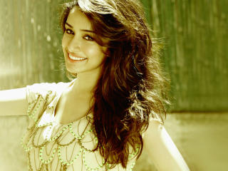Shraddha Kapoor Cute Smile wallpaper