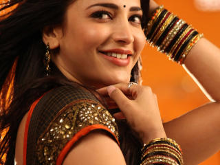 Shruti Haasan Smile Photos  wallpaper