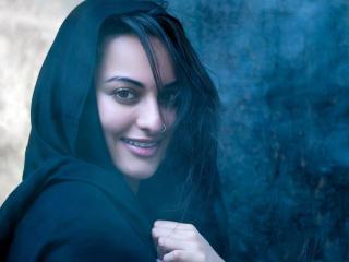Sonakshi Sinha Close Up Photos wallpaper