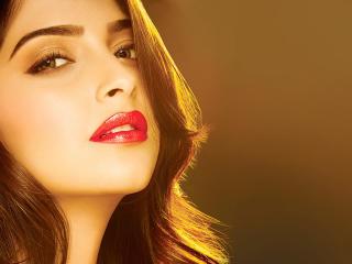 Sonam Kapoor Sexiest Pics wallpaper