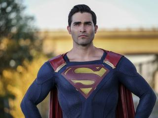 Tyler Hoechlin as Clark Kent Superman wallpaper