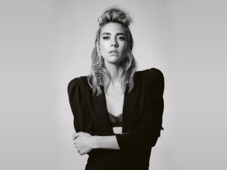 Vanessa Kirby Monochrome wallpaper