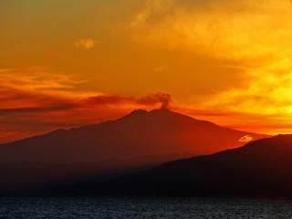 Volcano in Italy Sunset wallpaper