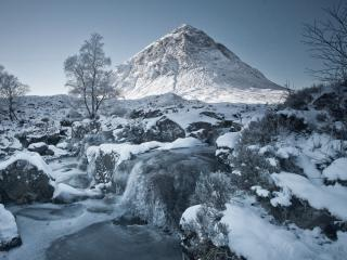 Winter Mountain and River wallpaper