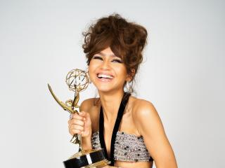 Zendaya Emmy Portrait 2020 wallpaper