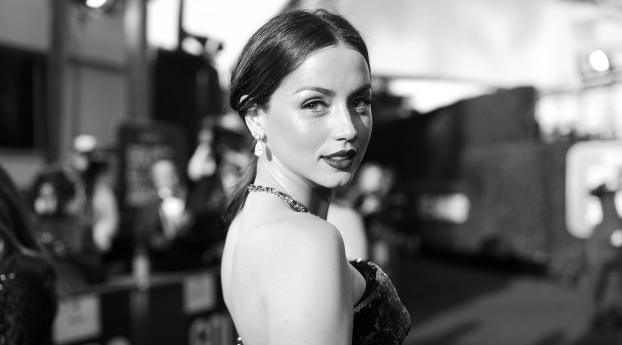 Ana de Armas Beautiful Monochrome Wallpaper in 320x480 Resolution