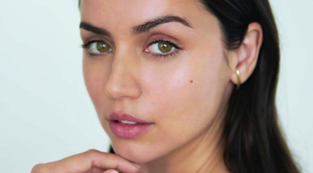 Ana de Armas Green Eyes Wallpaper