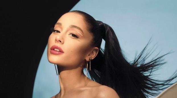 Ariana Grande 2021 Singer Wallpaper