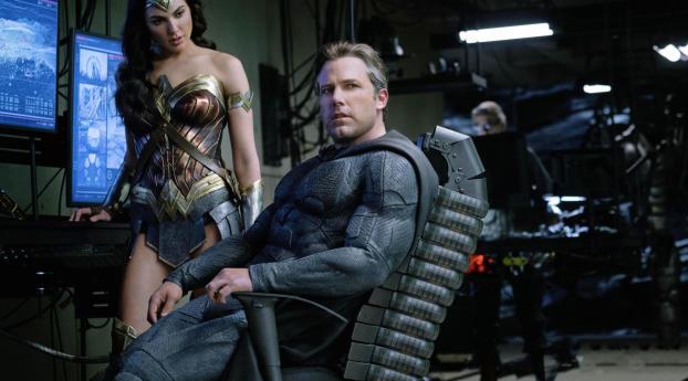 Ben Affleck As Batman Gal Gadot Wonder Woman Justice League 2017 Wallpaper 1360x768 Resolution