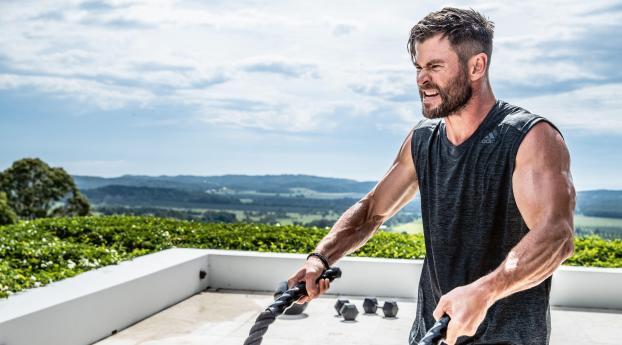 Chris Hemsworth Workout Wallpaper 1366x768 Resolution