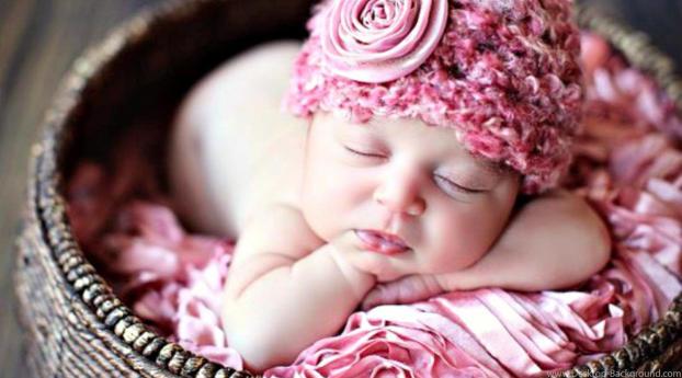 Cute New Born Baby Sleeping Wallpaper