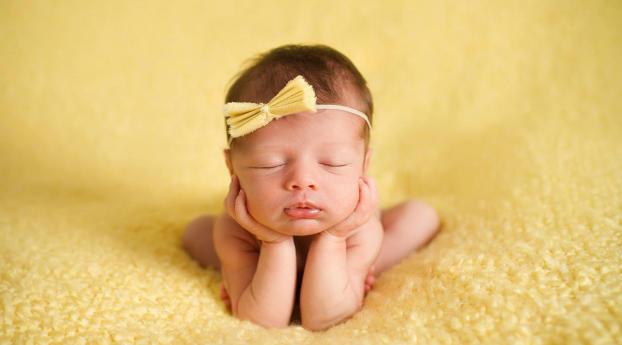 Cutest New Baby Sleeping Wallpaper 240x400 Resolution