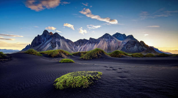 Daytime Mountains in Black Desert Wallpaper