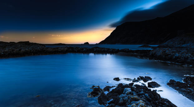 Deep Blue Lake Wallpaper
