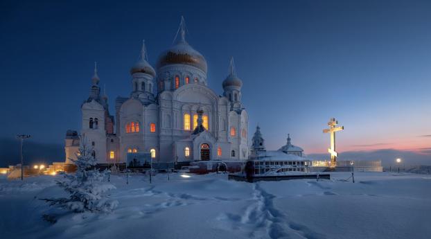 Dome Monastery Russia Temple in Winter Wallpaper 240x320 Resolution