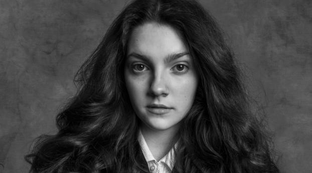 Emily Carey Actress 2021 Wallpaper