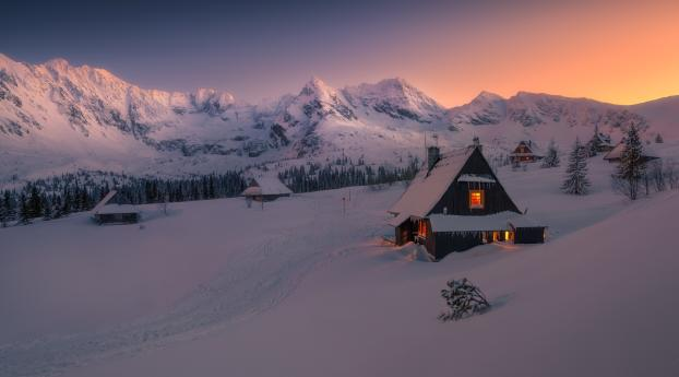 Evening in Winter Snowy HOuse Wallpaper 1280x2120 Resolution