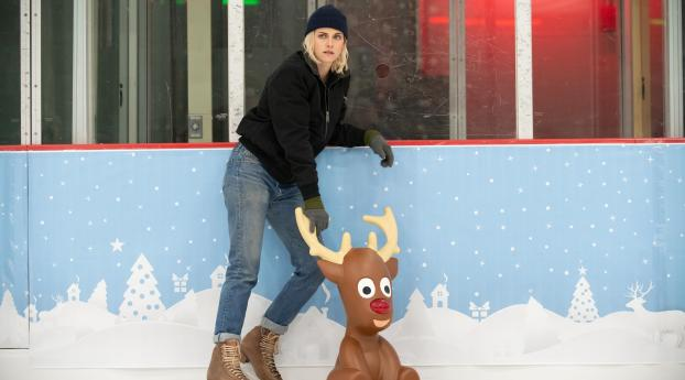 Happiest Season Kristen Stewart Wallpaper