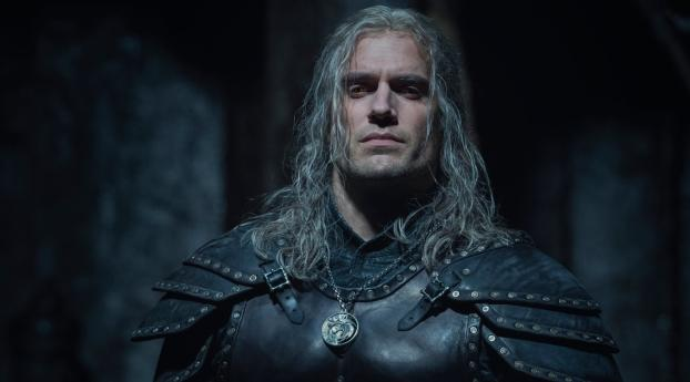 Henry Cavill as Geralt with New Armor in The Witcher 2 Wallpaper 360x640 Resolution