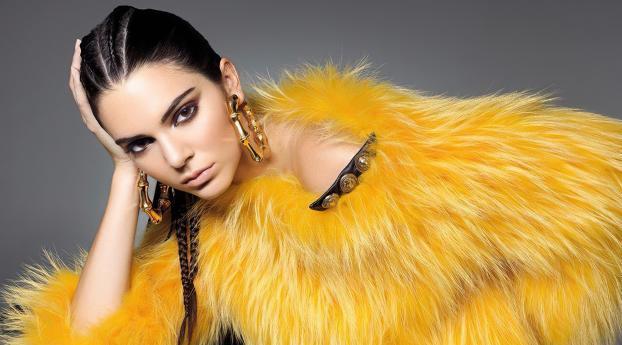 Kendall Jenner Yellow Dress Wallpaper