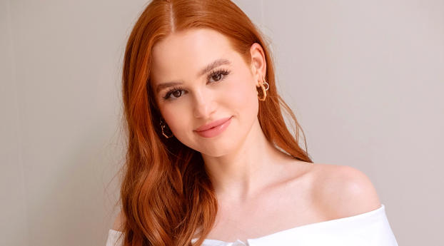 HD Wallpaper | Background Image Madelaine Petsch Smiling