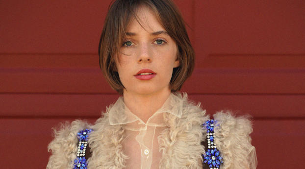HD Wallpaper | Background Image Maya Hawke 2020