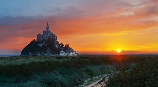 Mont Saint-Michel at Sunrise Wallpaper