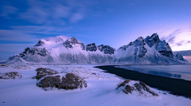 Mountains in Winter Snow Wallpaper