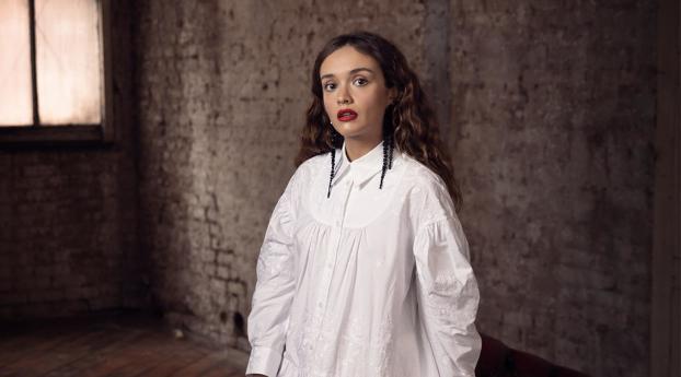 Olivia Cooke White Dress Wallpaper