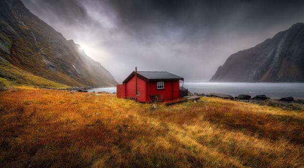 Red Cabin at Bay Wallpaper 1400x1050 Resolution