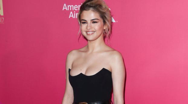 320x568 Selena Gomez Billboard 2017 320x568 Resolution