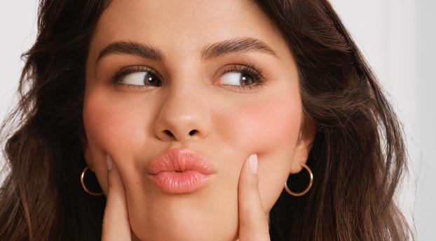 Selena Gomez Cute 2020 Wallpaper in 2160x3840 Resolution