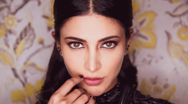 Shruti Haasan Beautiful Face Wallpaper 2160x3840 Resolution