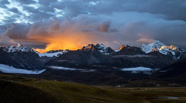 Start of Sunrises Over Mountains Wallpaper