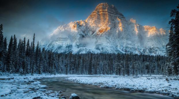Sunrise on the Winter Mountain Wallpaper