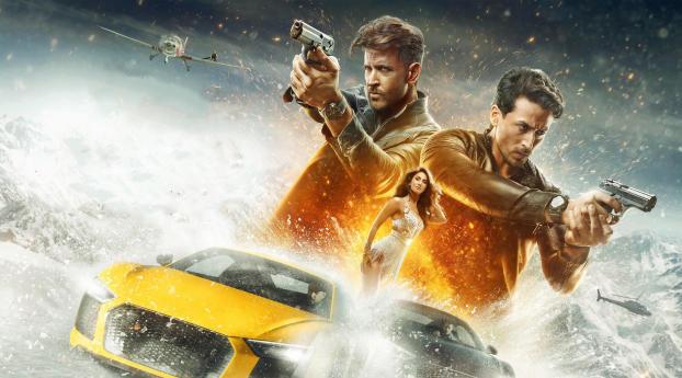 HD Wallpaper | Background Image Tiger Shroff and Hrithik Roshan War Movie