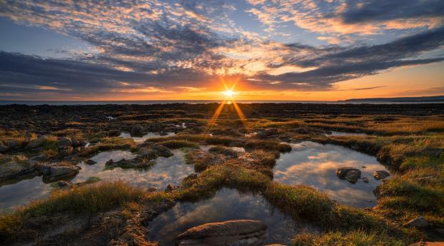 Warm Cloudy Evening Sunrise Wallpaper 320x240 Resolution